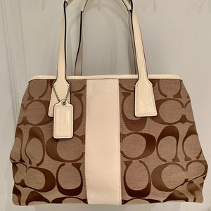 Coach -  Medium Tote/Shoulder Bag